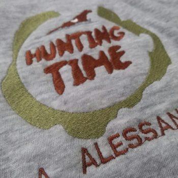 t-shirt personalizzata con ricamo lato cuore
