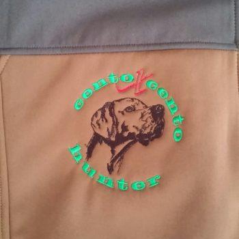 Giubbotto caccia in softshell personalizzato con ricamo lato cuore