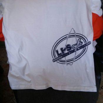 maglietta serigrafata su fianco